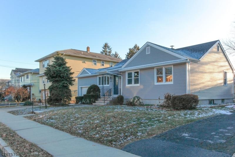 واحد منزل الأسرة للـ Sale في 227 Rowland Avenue 227 Rowland Avenue Clifton, New Jersey 07012 United States