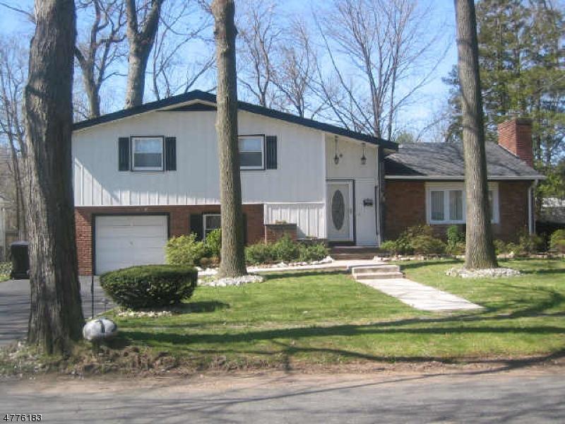 Частный односемейный дом для того Аренда на 63-73 NETHERWOOD Avenue Plainfield, Нью-Джерси 07062 Соединенные Штаты