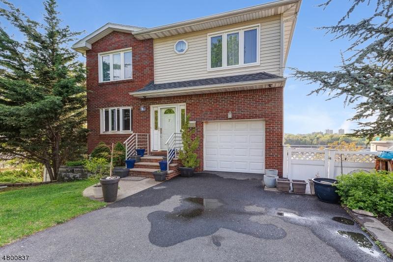 Casa Unifamiliar por un Venta en 7 Lindsay Lane Kearny, Nueva Jersey 07032 Estados Unidos
