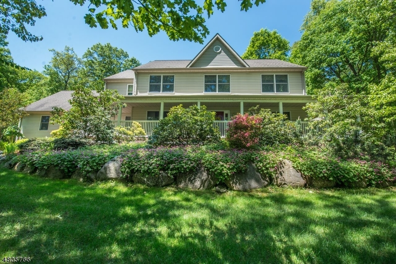 Property 为 销售 在 23 Marisa Court 西米尔福德, 新泽西州 07480 美国