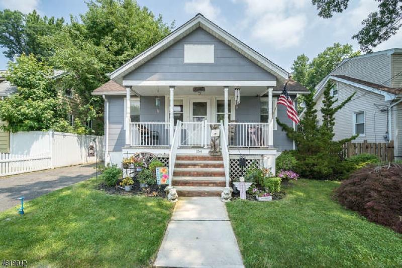 独户住宅 为 销售 在 154 DAVIES Avenue 杜蒙特, 新泽西州 07628 美国