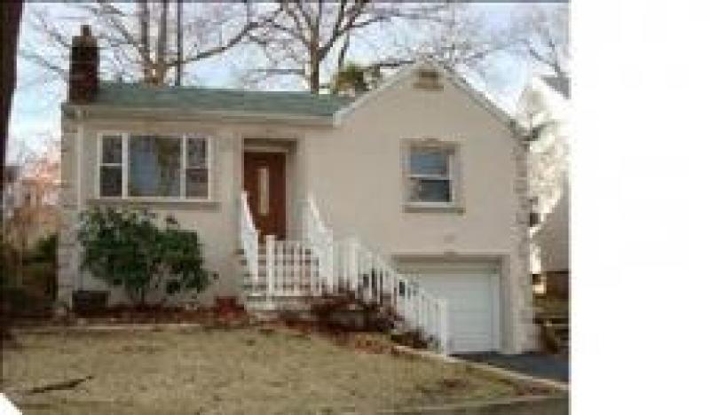 Частный односемейный дом для того Аренда на 129 REDWOOD Avenue Wayne, Нью-Джерси 07470 Соединенные Штаты