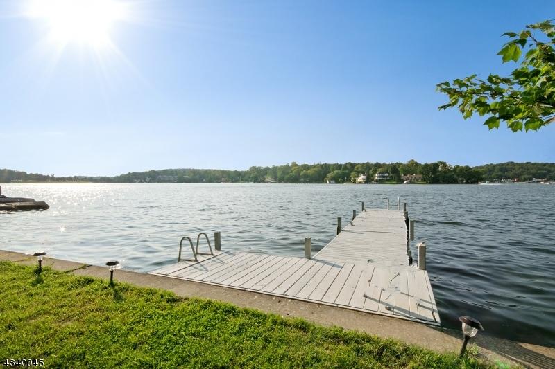 Tek Ailelik Ev için Satış at 29 SUNSET Lane Roxbury Township, New Jersey 07850 Amerika Birleşik Devletleri