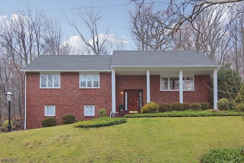 Частный односемейный дом для того Продажа на 1177 RIDGE Drive Mountainside, Нью-Джерси 07092 Соединенные Штаты