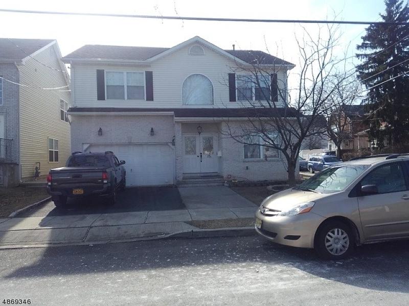 Maison unifamiliale pour l Vente à 17 JEANNETTE Street Carteret, New Jersey 07008 États-Unis
