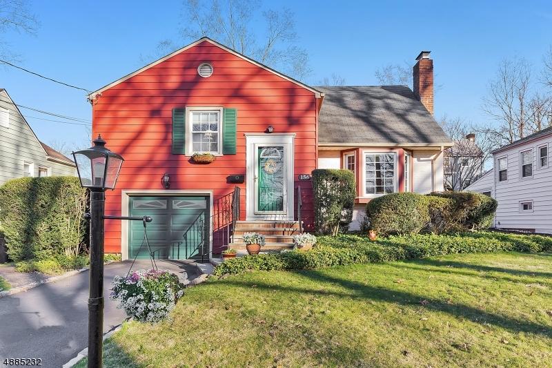Villa per Vendita alle ore 156 MARIAN Avenue Fanwood, New Jersey 07023 Stati Uniti