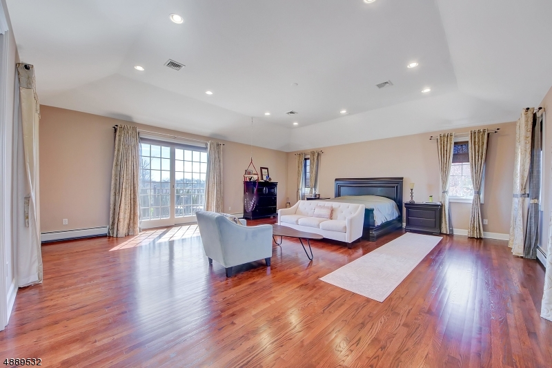 Additional photo for property listing at 39 MOUNTAINVIEW CT Totowa Boro, New Jersey 07512 United States