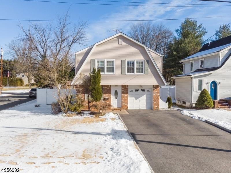 Single Family Homes для того Продажа на River Vale, Нью-Джерси 07675 Соединенные Штаты