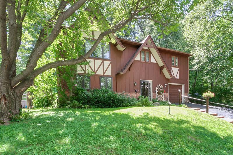 Частный односемейный дом для того Продажа на 628 Succasunna Road Landing, Нью-Джерси 07850 Соединенные Штаты