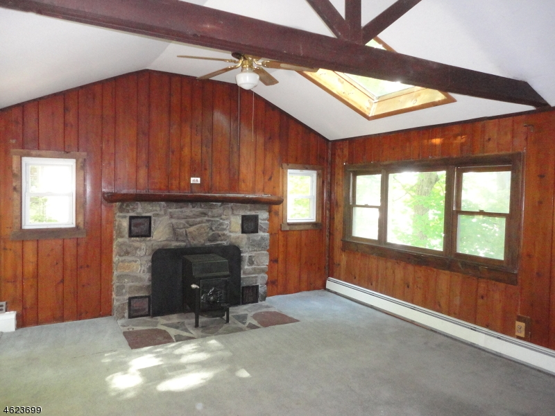 独户住宅 为 销售 在 67 Lake Shore Rd W 斯德哥尔摩, 07460 美国