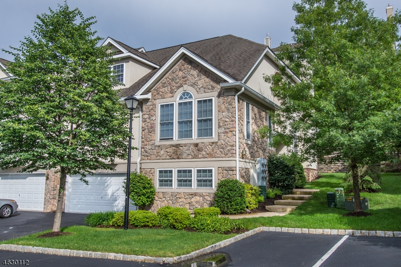 Частный односемейный дом для того Продажа на 10 Ardsley Court Denville, Нью-Джерси 07834 Соединенные Штаты