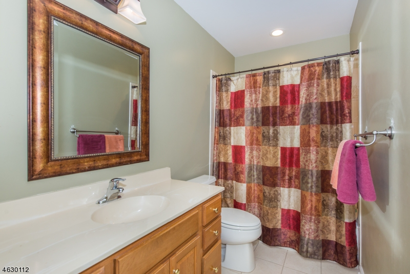 Additional photo for property listing at 10 Ardsley Court  Denville, 新泽西州 07834 美国