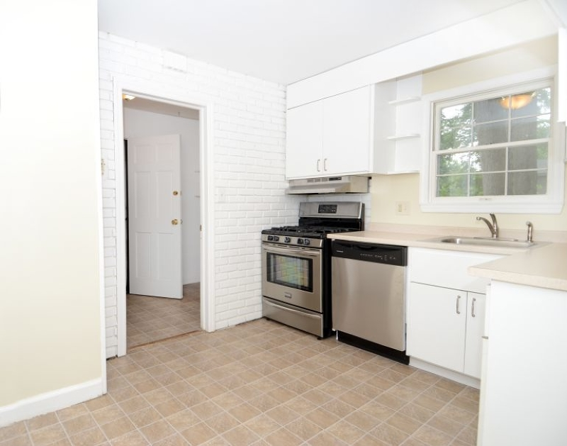 Additional photo for property listing at 115 EDISON Street  Wyckoff, Нью-Джерси 07481 Соединенные Штаты