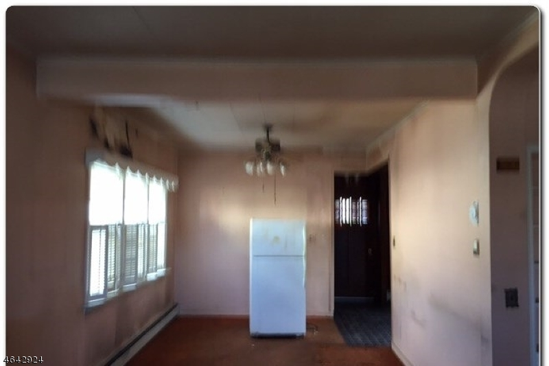 Additional photo for property listing at 55 Rosemont Avenue  Elmwood Park, New Jersey 07407 États-Unis