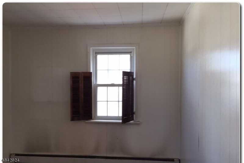 Additional photo for property listing at 55 Rosemont Avenue  Elmwood Park, New Jersey 07407 United States