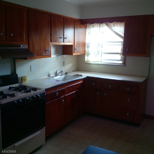 Additional photo for property listing at 411 S Wood Avenue  Linden, Нью-Джерси 07036 Соединенные Штаты