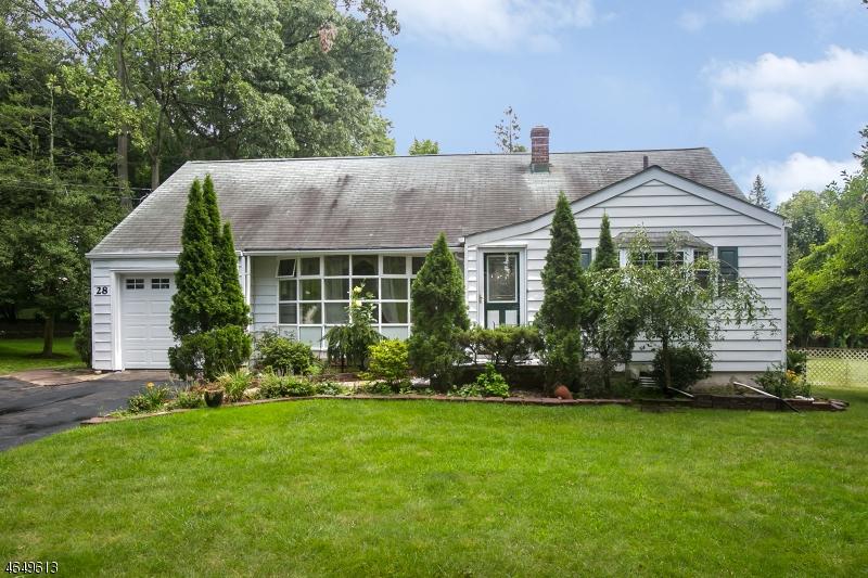 独户住宅 为 销售 在 28 Aspen Road 西奥兰治, 新泽西州 07052 美国