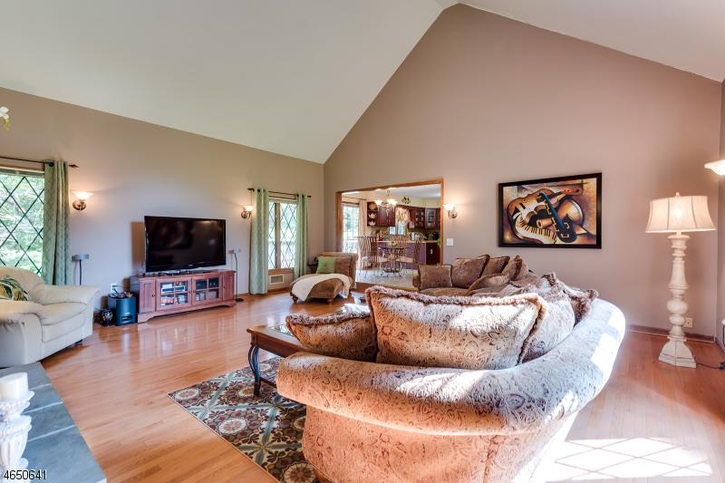 Additional photo for property listing at 2 Elmwood Lane  Washington, New Jersey 07882 États-Unis