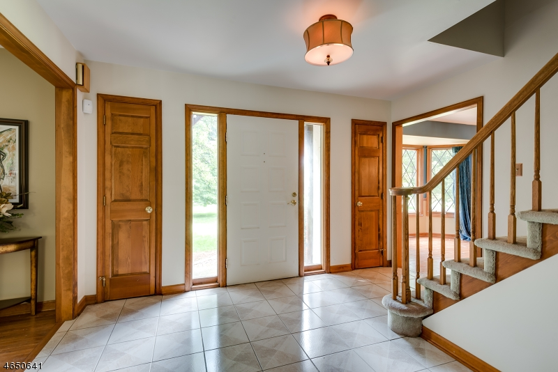 Additional photo for property listing at 2 Elmwood Lane  华盛顿, 新泽西州 07882 美国