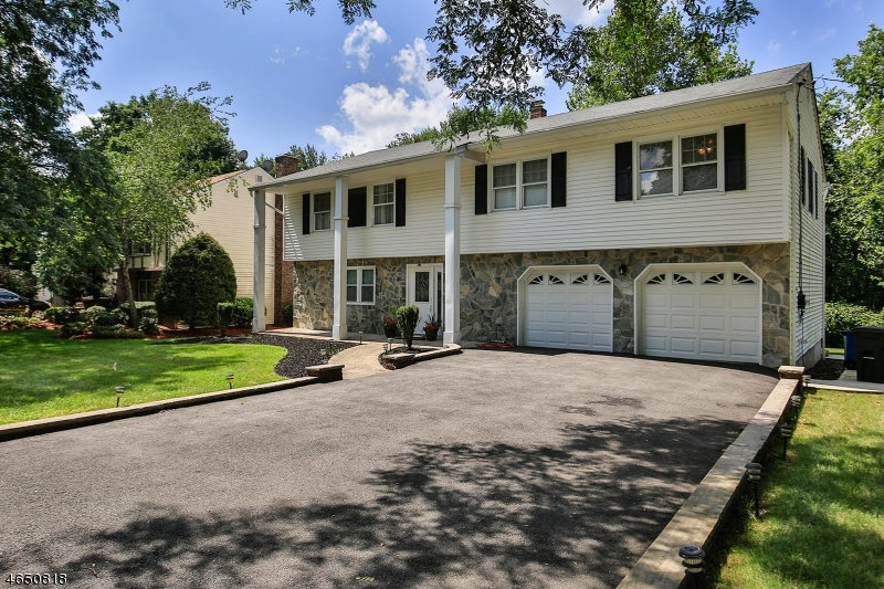 Additional photo for property listing at 1 Kimberly Way  River Edge, New Jersey 07661 United States