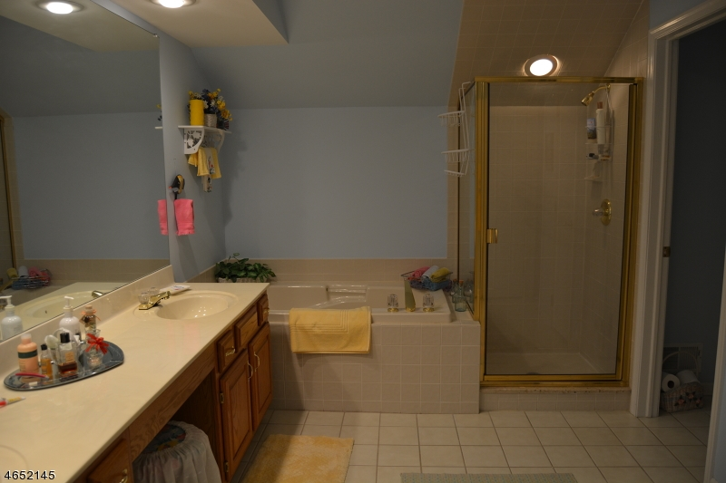 Additional photo for property listing at 9 Sugar Maple Lane  Hamburg, New Jersey 07419 États-Unis