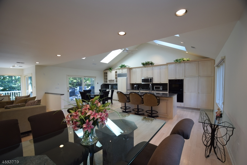 Additional photo for property listing at 22 Tree Top Drive  斯普林菲尔德, 新泽西州 07081 美国