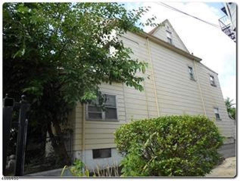 Maison avec plusieurs logements pour l Vente à Address Not Available Newark, New Jersey 07107 États-Unis