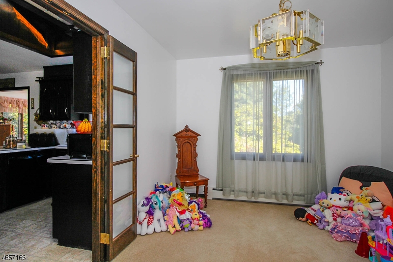 Additional photo for property listing at 221 Rummel Road  米尔福德, 新泽西州 08848 美国