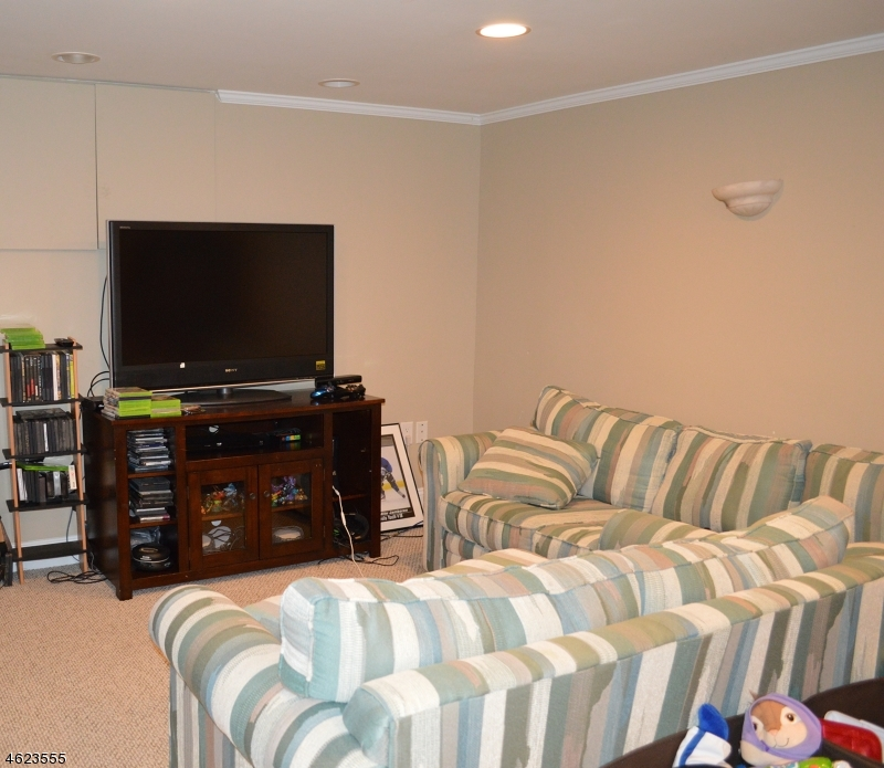 Additional photo for property listing at 9 Mildred Drive  Sparta, Nueva Jersey 07871 Estados Unidos