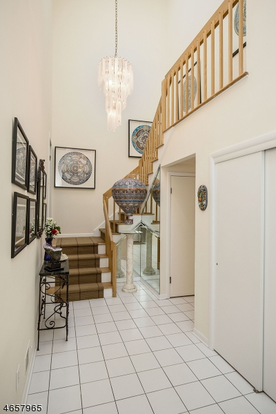 Additional photo for property listing at 52 Cummings Circle  West Orange, New Jersey 07052 États-Unis