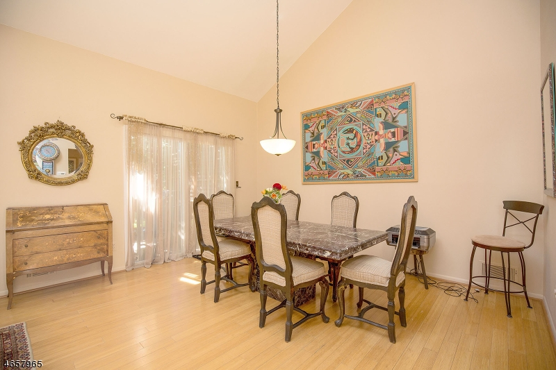 Additional photo for property listing at 52 Cummings Circle  West Orange, Нью-Джерси 07052 Соединенные Штаты