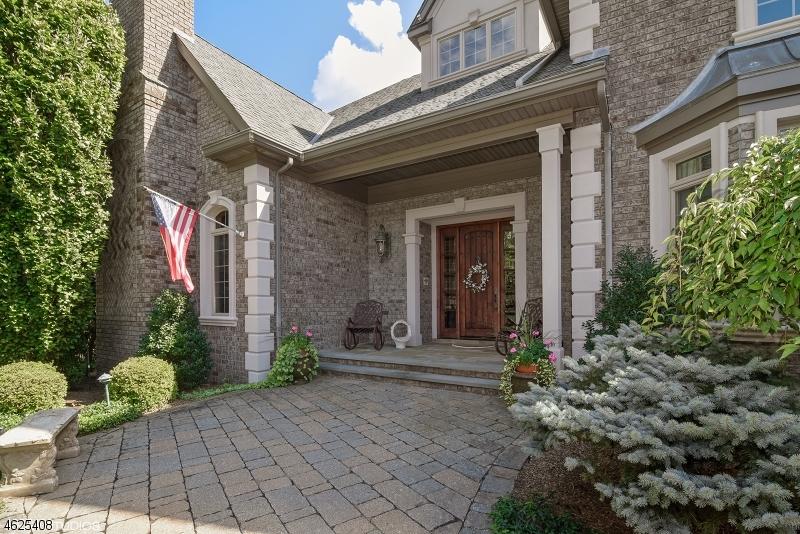 Частный односемейный дом для того Продажа на 80 Brams Hill Drive Mahwah, 07430 Соединенные Штаты
