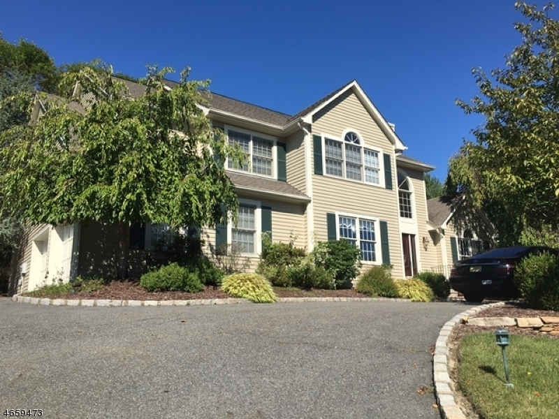 Additional photo for property listing at 18 Mark Twain Drive  Morristown, New Jersey 07960 United States