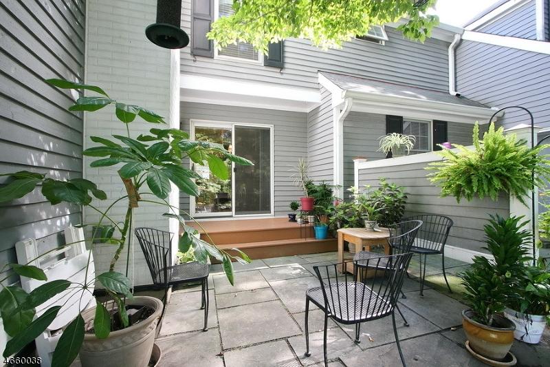 独户住宅 为 销售 在 82 Countryside Drive 巴思金里奇, 新泽西州 07920 美国