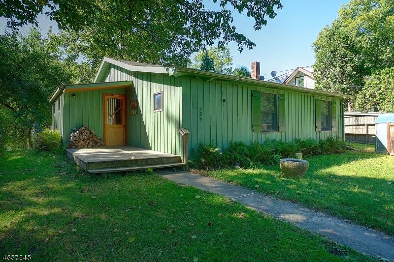 Maison unifamiliale pour l Vente à 137 Byram Lane Stockton, New Jersey 08559 États-Unis