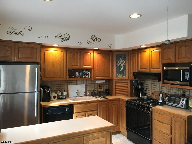 Additional photo for property listing at 1295B VALLEY Road  Wayne, New Jersey 07470 États-Unis