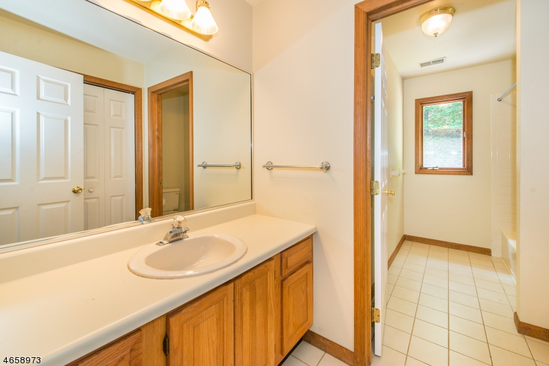 Additional photo for property listing at 39 Radcliffe Drive  Sparta, New Jersey 07871 États-Unis