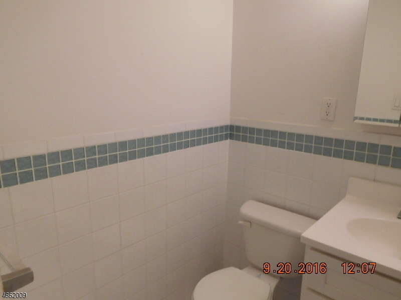 Additional photo for property listing at 60 Parkway Dr E  East Orange, 新泽西州 07017 美国