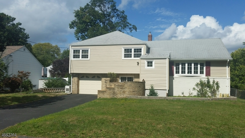 Частный односемейный дом для того Продажа на 122 Druid Avenue Dumont, 07628 Соединенные Штаты
