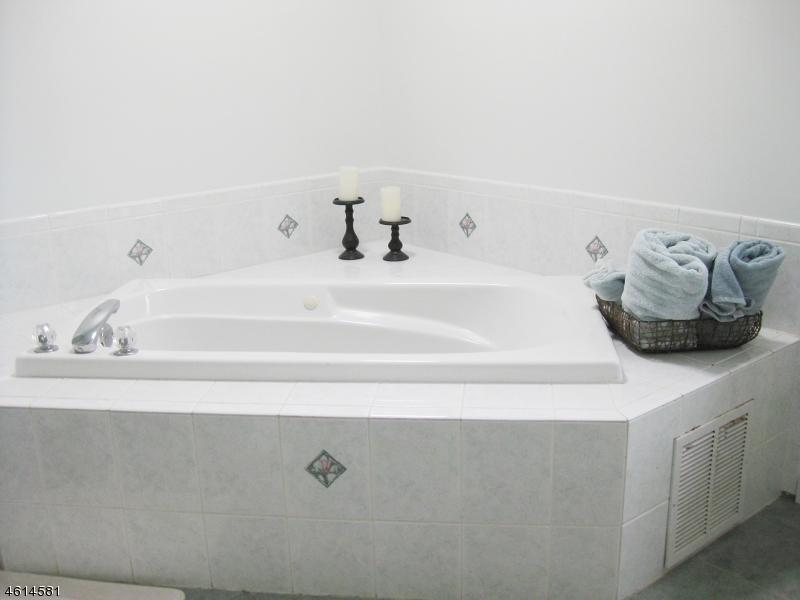Additional photo for property listing at 14 Meadow Ridge Lane  Lafayette, Нью-Джерси 07848 Соединенные Штаты