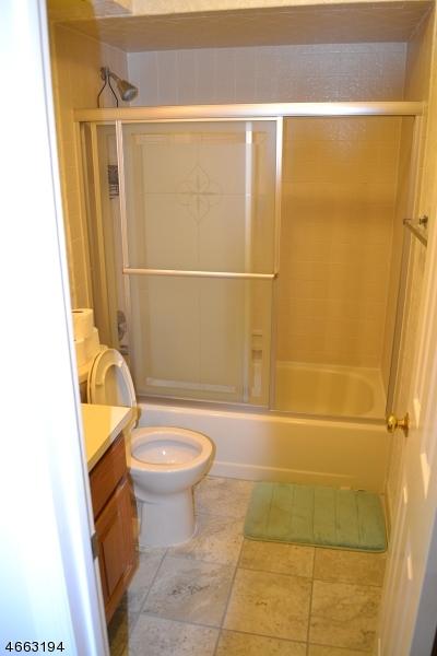 Additional photo for property listing at 324 Sparrow Court  Three Bridges, Нью-Джерси 08887 Соединенные Штаты