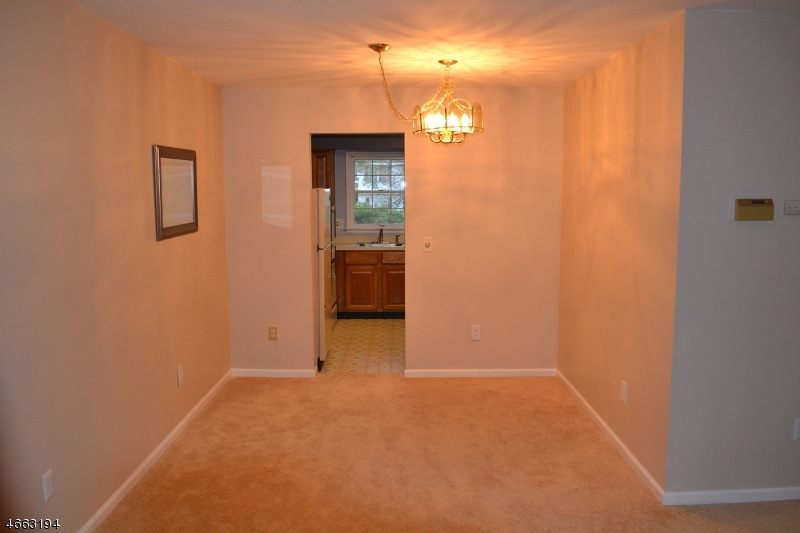 Additional photo for property listing at 324 Sparrow Court  Three Bridges, Nueva Jersey 08887 Estados Unidos