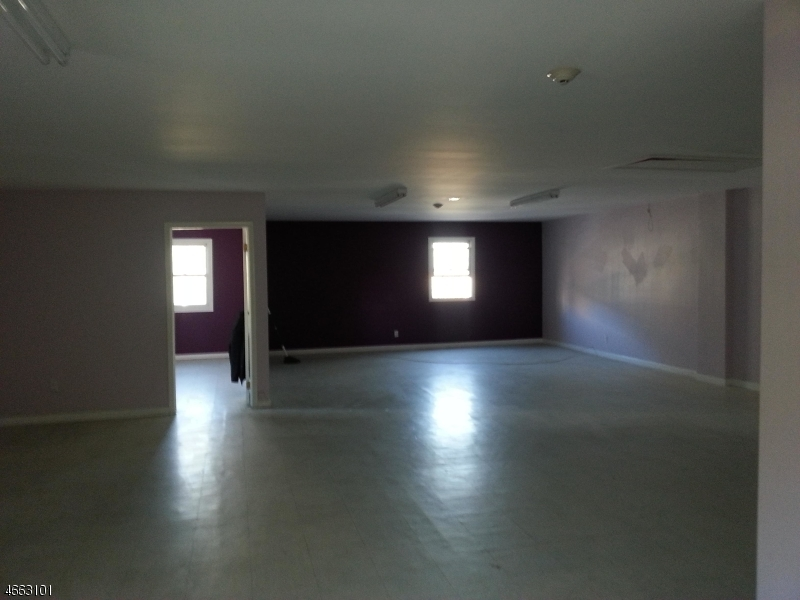 Additional photo for property listing at 1075 Broad Street  Newark, New Jersey 07102 États-Unis
