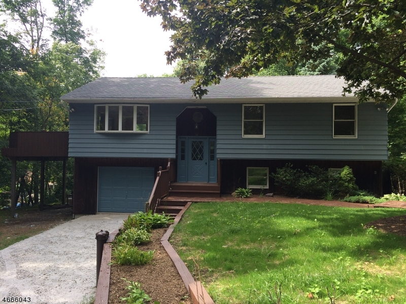 Single Family Home for Rent at 11 Sanoset Road Highland Lakes, New Jersey 07422 United States