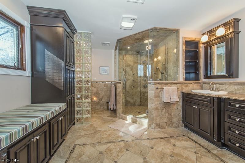 Частный односемейный дом для того Продажа на 70 CRAIG Place Clifton, Нью-Джерси 07013 Соединенные Штаты