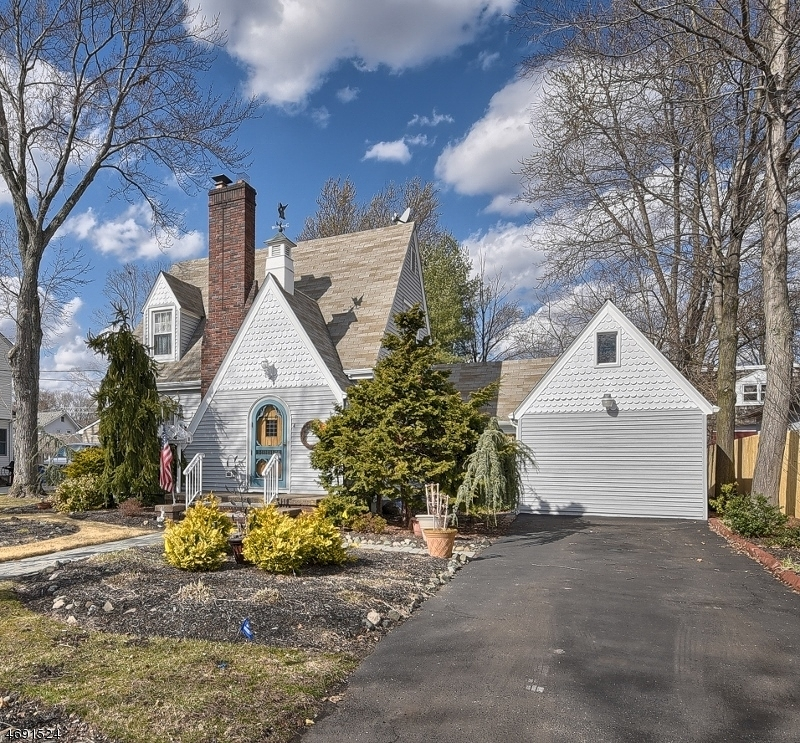 Single Family Home for Sale at 4 Franklin Avenue Pompton Plains, New Jersey 07444 United States