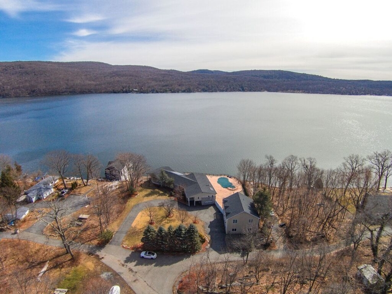 Maison unifamiliale pour l Vente à 66 Ferncliff Road Greenwood Lake, New York 10925 États-Unis