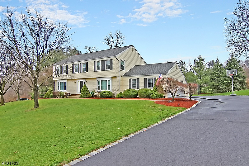 Single Family Home for Sale at 15 Fenview Road Gillette, New Jersey 07933 United States
