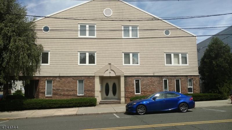 Maison unifamiliale pour l à louer à 176 Chestnut St, C0302 Nutley, New Jersey 07110 États-Unis