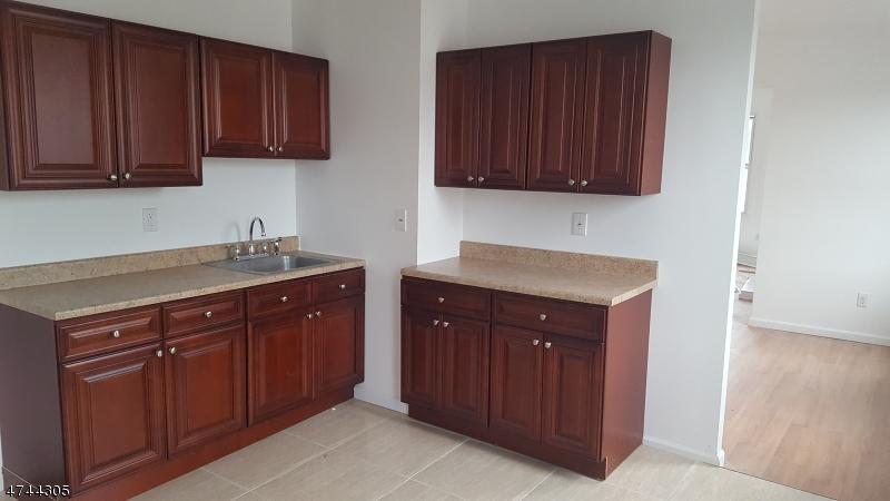独户住宅 为 出租 在 797 Main Street Paterson, 新泽西州 07503 美国
